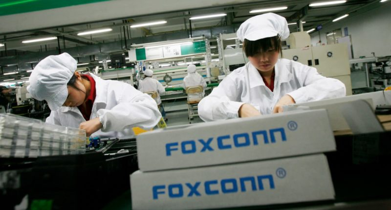amazon-foxconn-to-start-device-manufacturing-in-india
