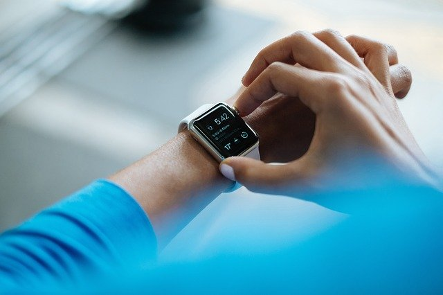 facebook-smartwatch-with-health-social-media-features
