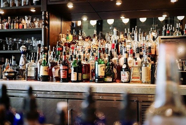 zomato-shuts-down-alcohol-delivery-service