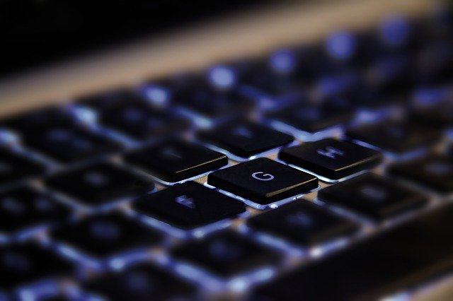 apple-patents-keyboard-free-macbook